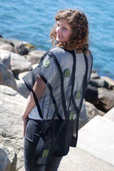 http://www.akrafjall.com/upload/assortment/JBJ-Design/01-12-green-sidenchiffong-poncho-lang.jpg