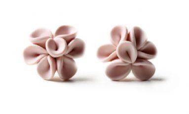 http://www.akrafjall.com/upload/assortment/hringeftirhring/Fairy-Tale-collection/Earrings/earrings-of-leaves-bubblegum.jpg